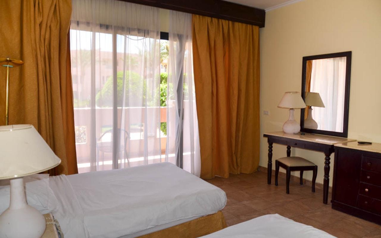 Parrotel Aqua Park Resort_familyroom_06-min