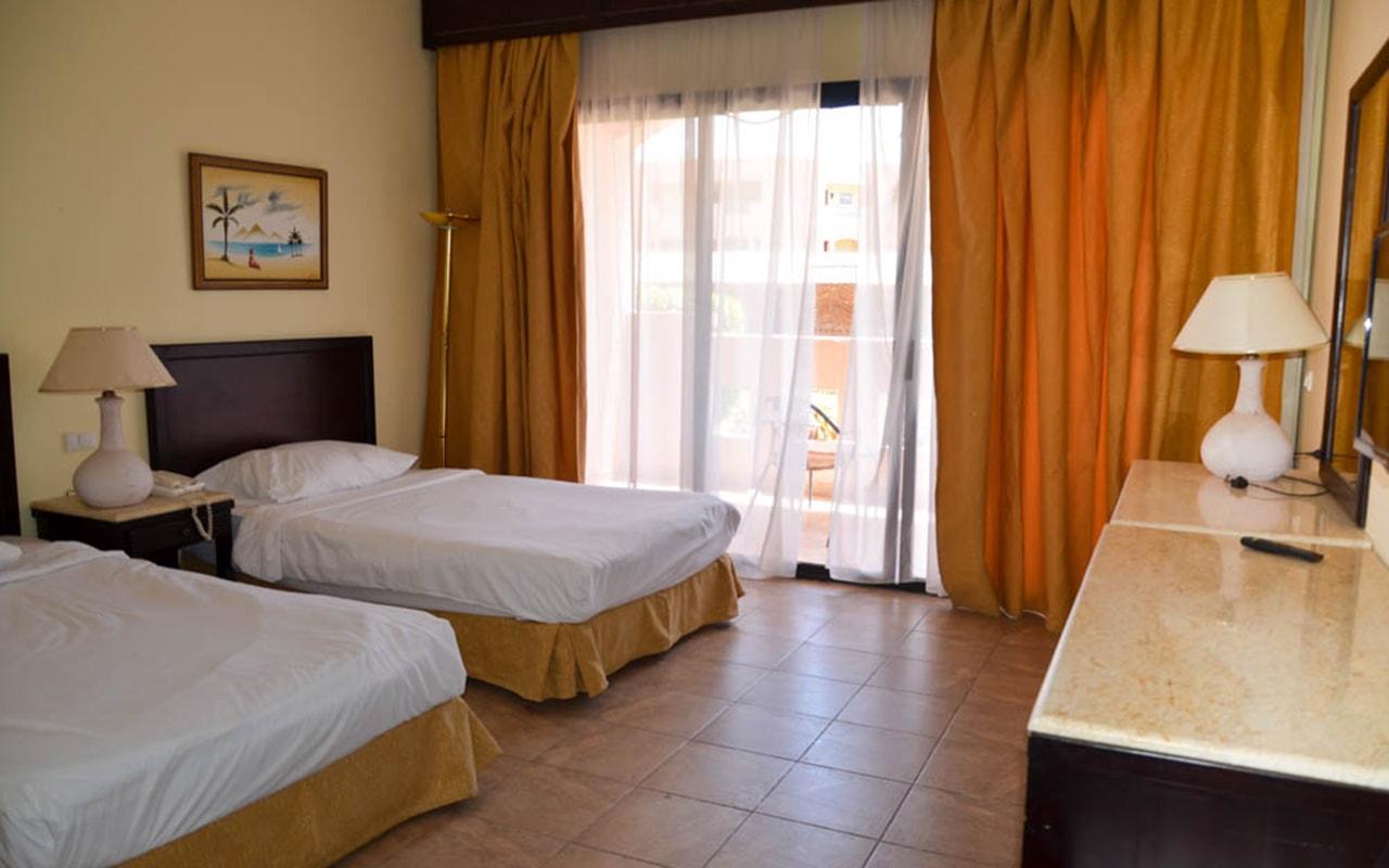 Parrotel Aqua Park Resort_familyroom_07-min