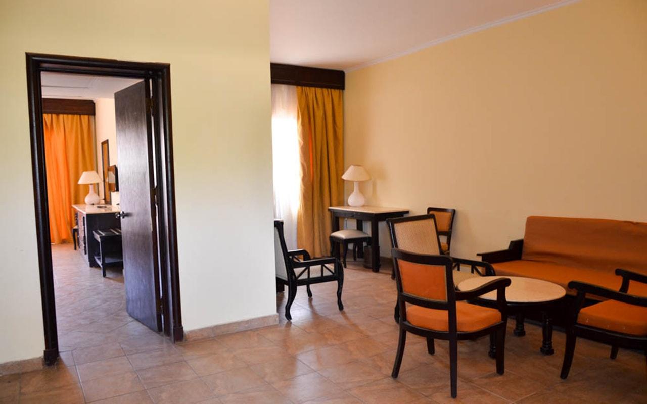 Parrotel Aqua Park Resort_familyroom_08-min