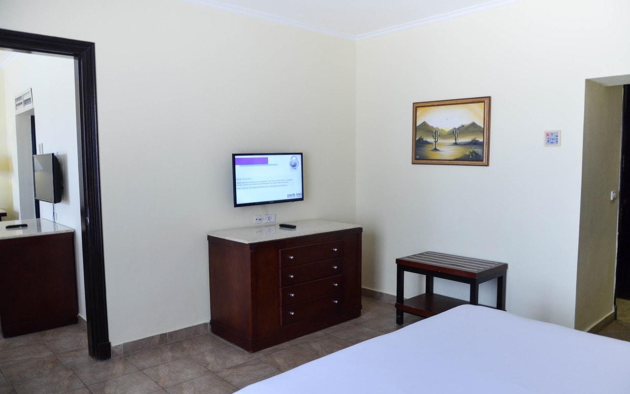 Parrotel Aqua Park Resort_familyroom_14-min