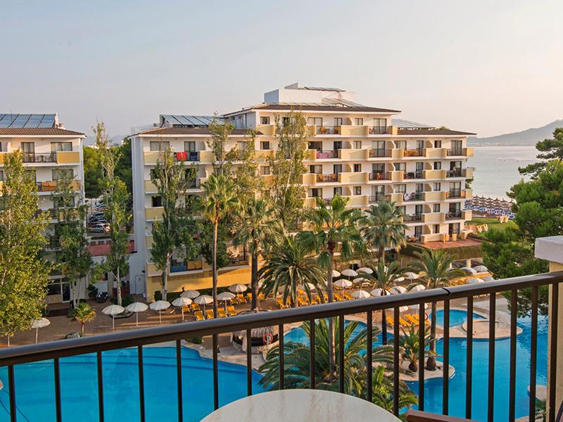 Pool-View Apartment_1