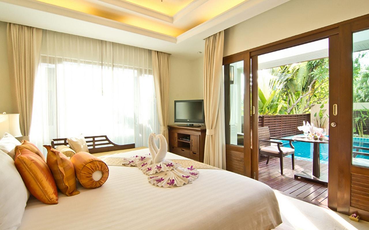 Pool Villa_Bedroom-min