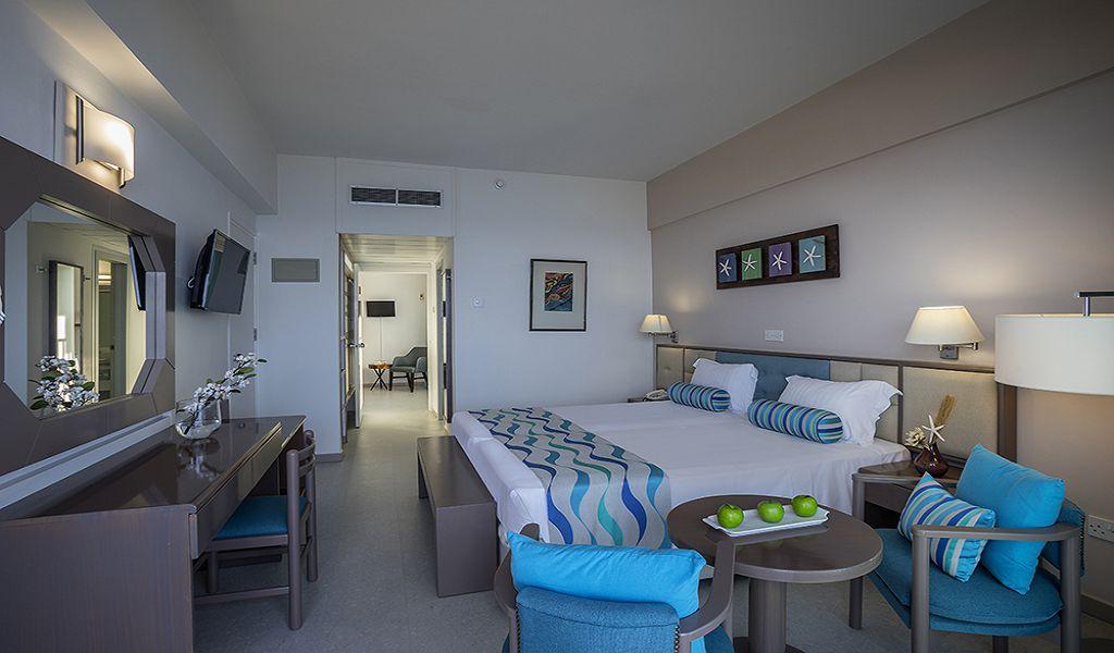Premier-Family-Room-Bedroom-1