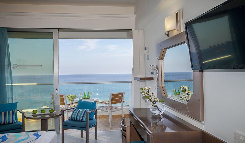 Premier-Family-Sea-View-room-Balcony-1