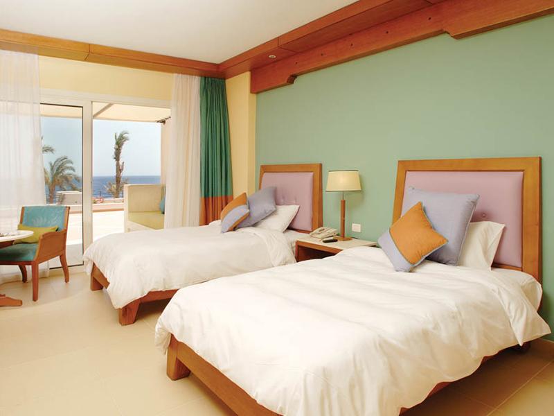 Premium Beach Front Room (4)