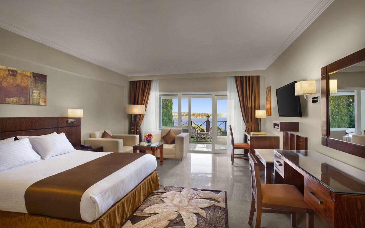 Premium Jacuzzi Rooms with Sea View 01