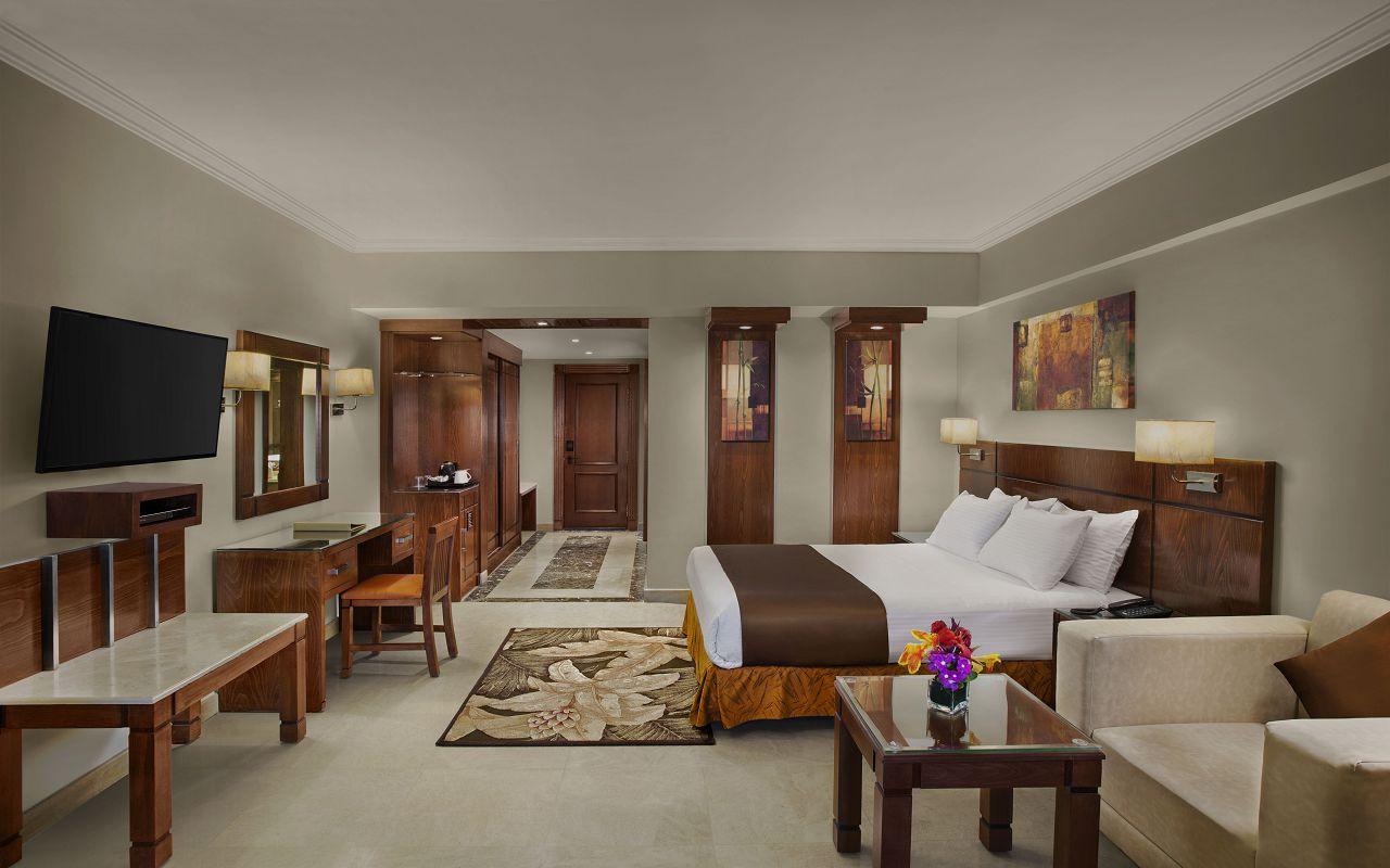 Premium Jacuzzi Rooms with Sea View 02