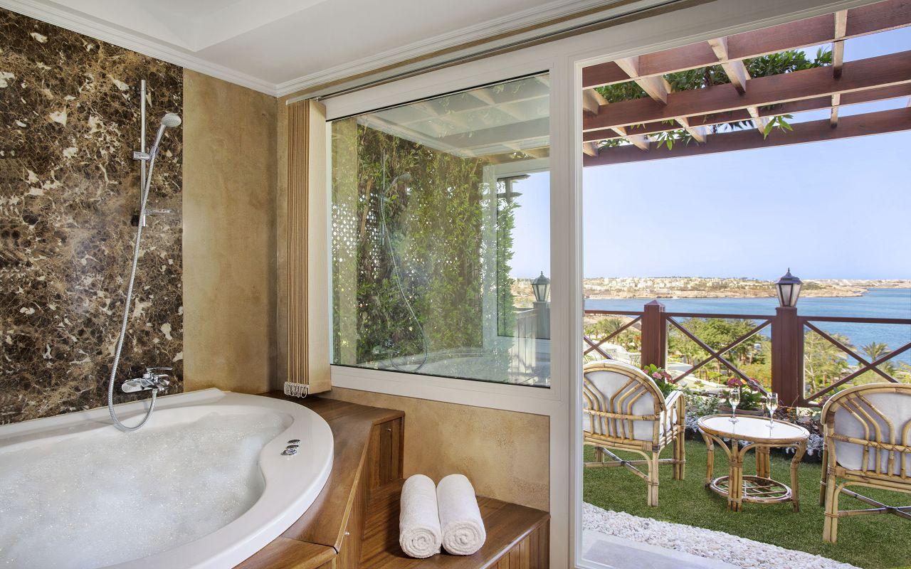 Premium Jacuzzi Rooms with Sea View 03