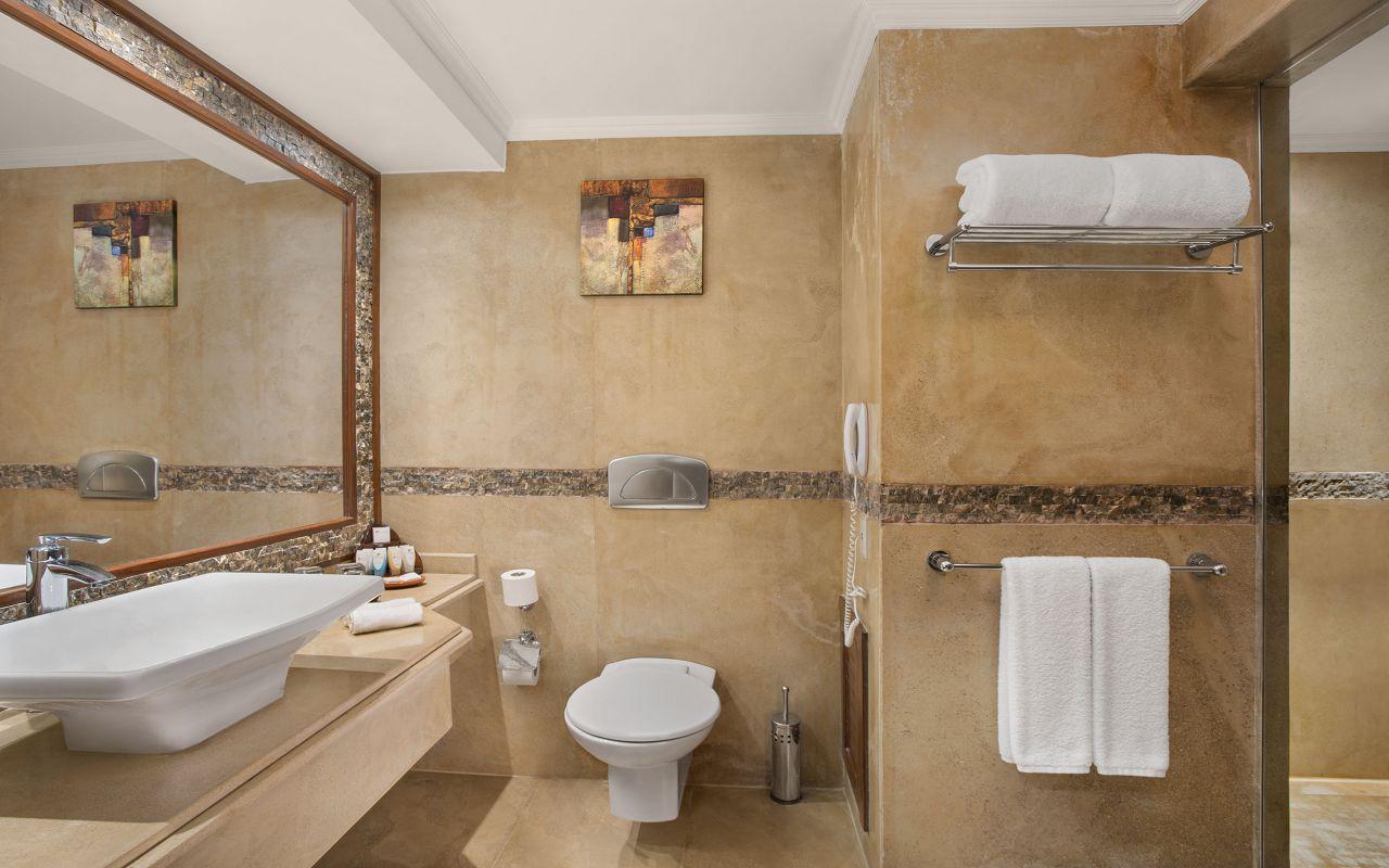 Premium Jacuzzi Rooms with Sea View 04