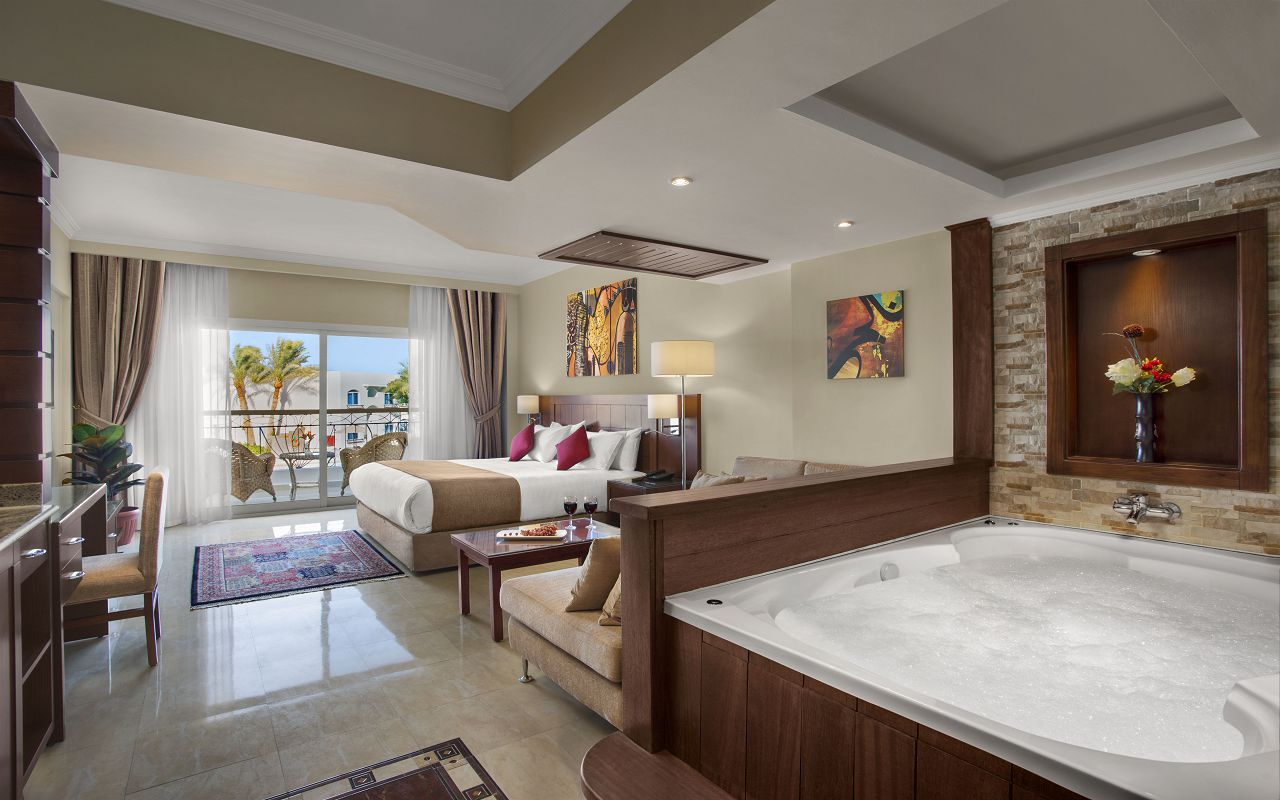 Premium Jacuzzi Suite with Pool View 01