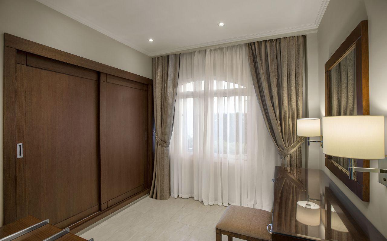 Premium Jacuzzi Suite with Pool View 04