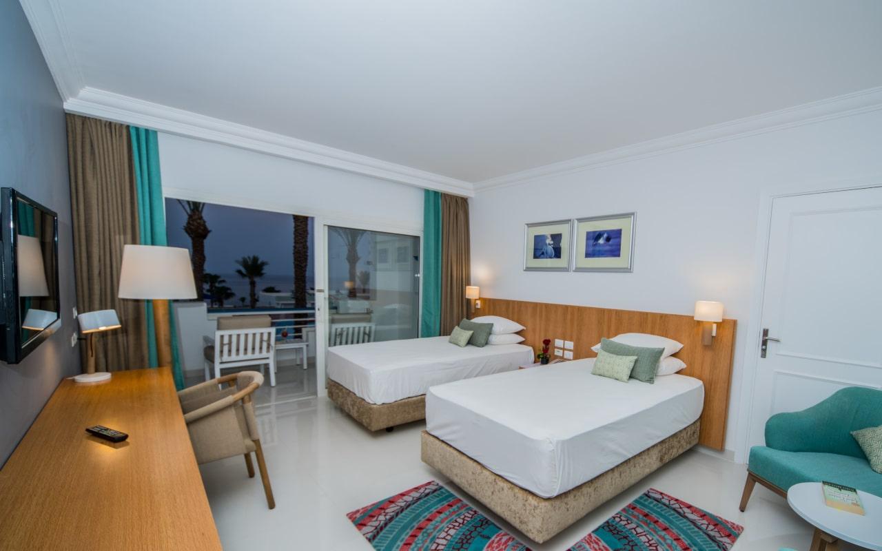 Premium Sea View Room_06-min
