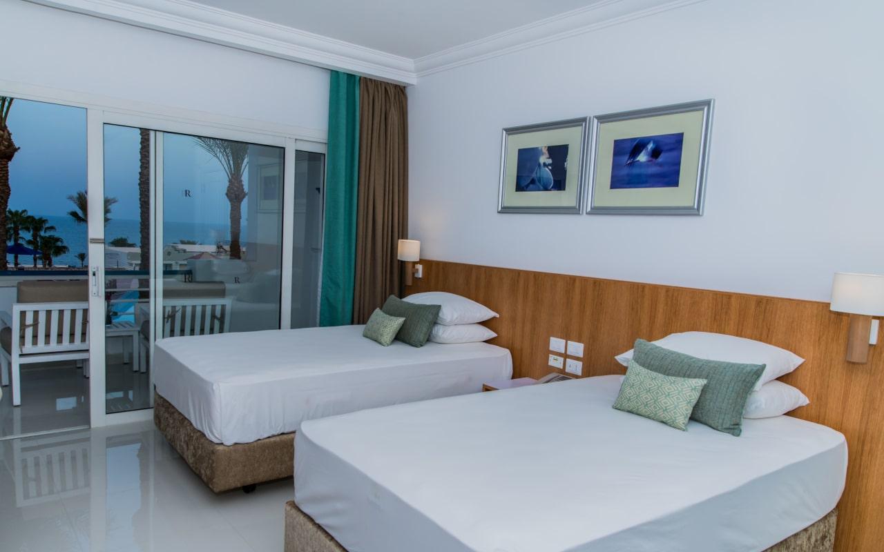 Premium Sea View Room_07-min