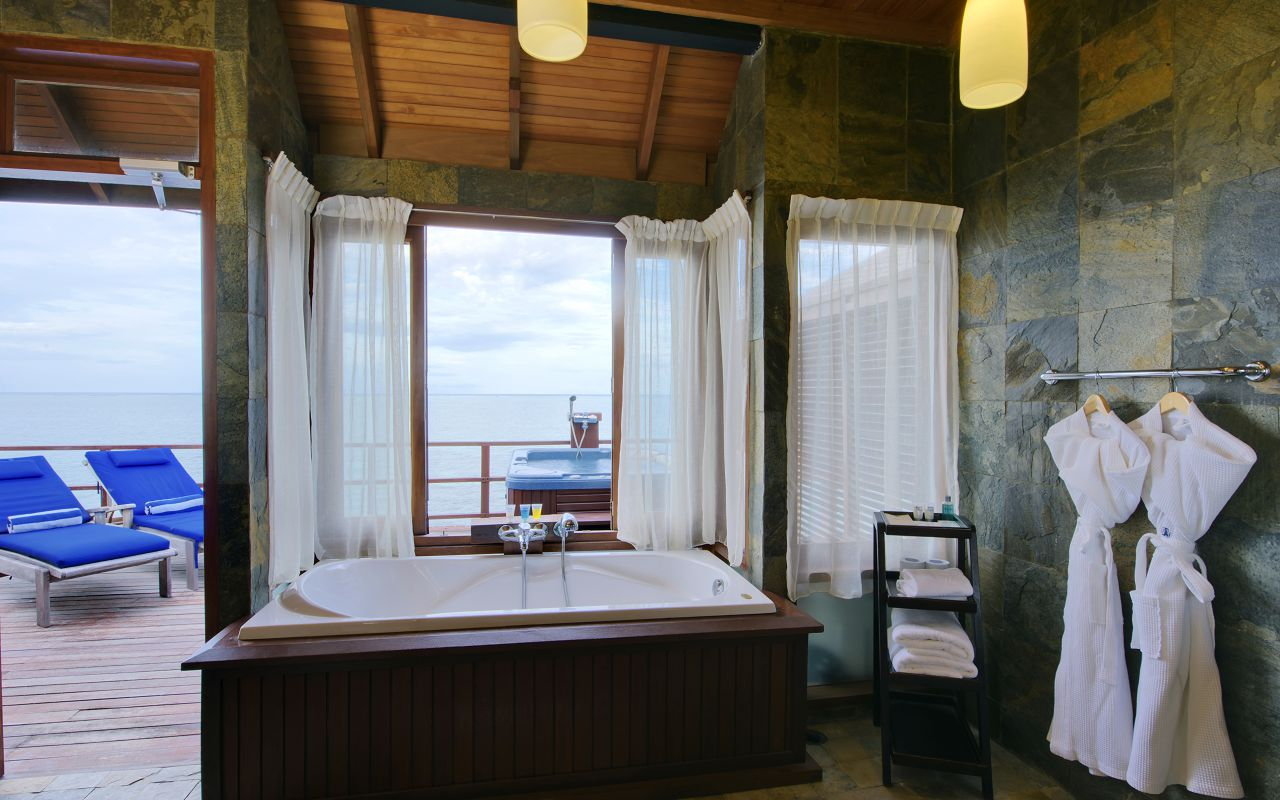 Prestige Jacuzzi Water Villa (10)