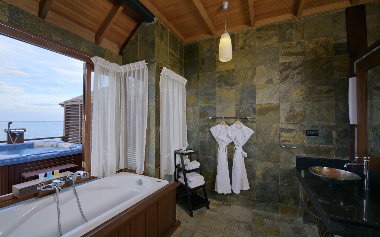 Prestige Jacuzzi Water Villa (11)