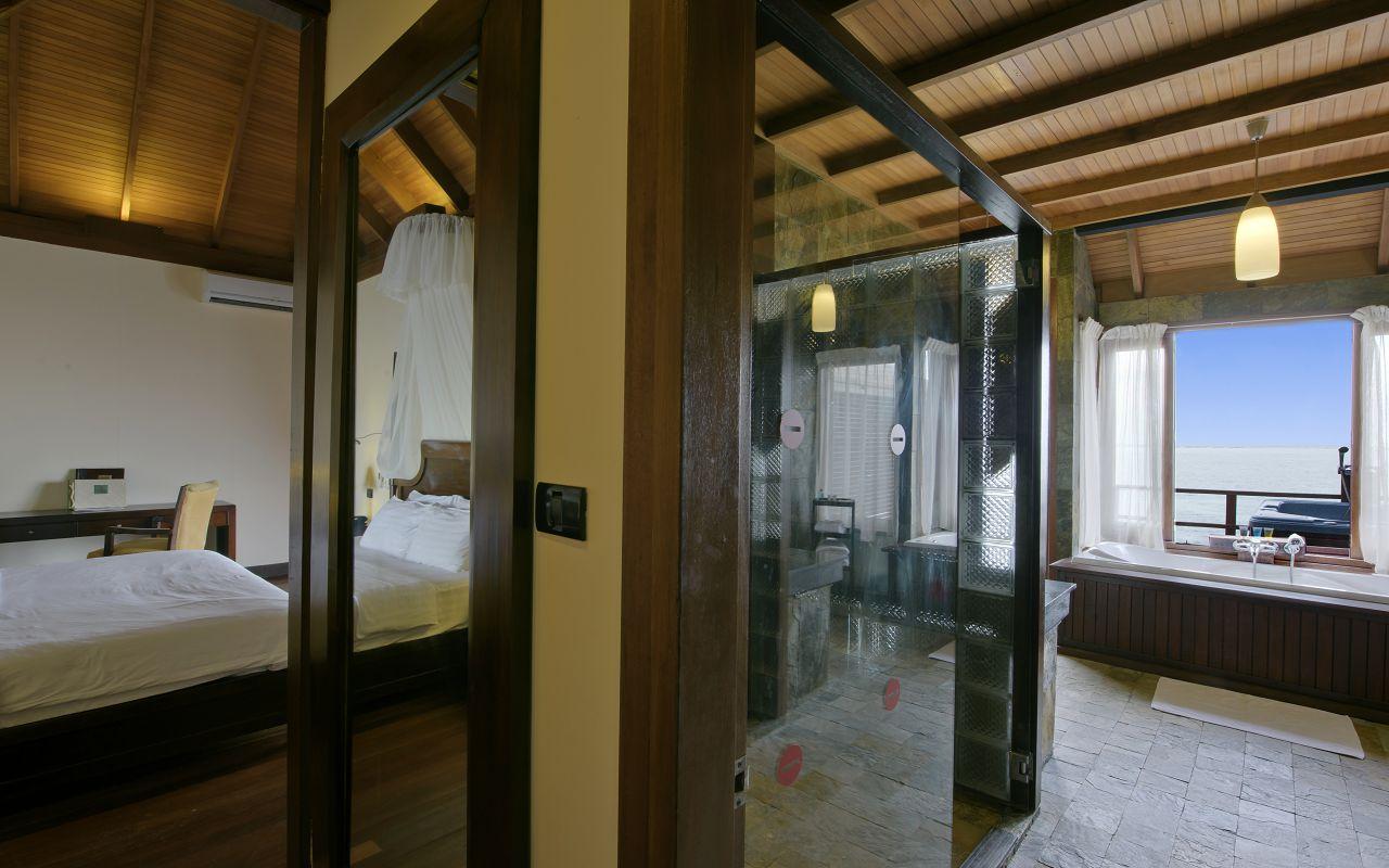 Prestige Jacuzzi Water Villa (9)