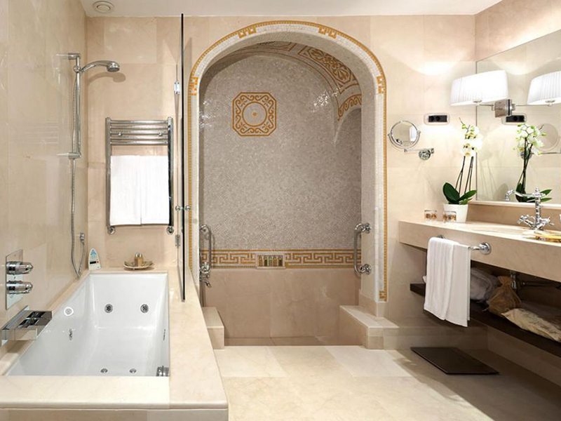 Privilege Classic Deluxe with Roman-style bathroom3
