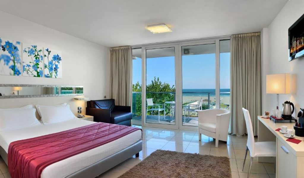 Privilege-Room-with-1-Double-Bed2-min