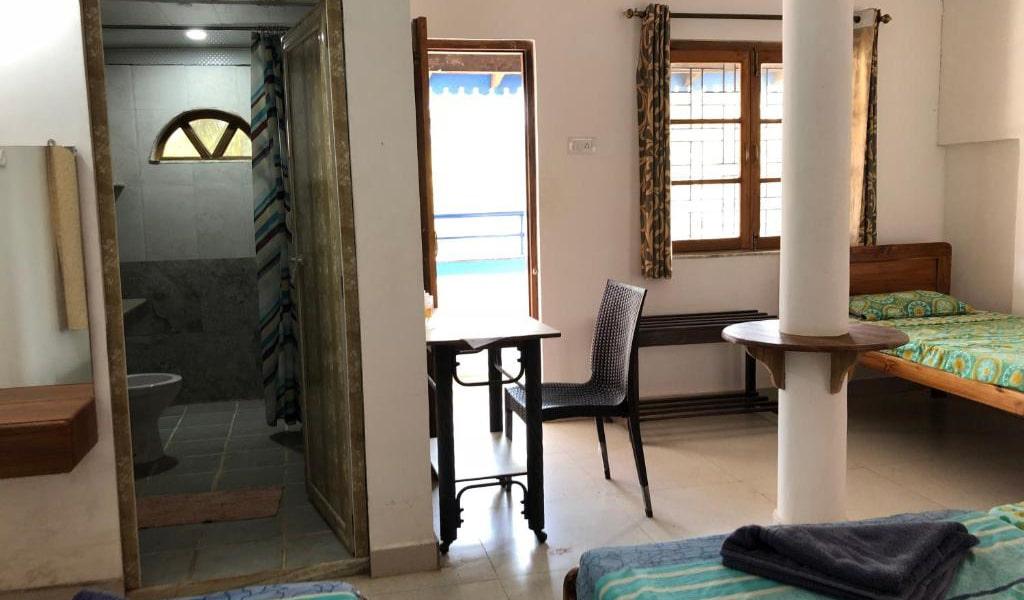 Quadruple-Room-with-Balcony10-min