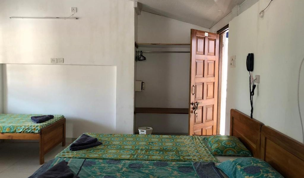 Quadruple-Room-with-Balcony5-min
