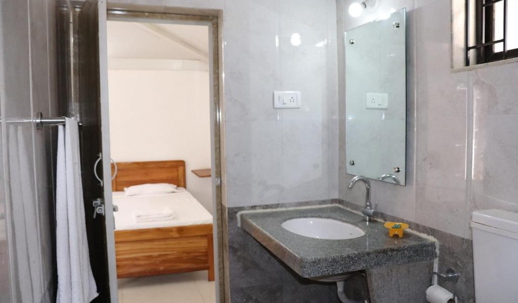 Quadruple-Room-with-Balcony8-min