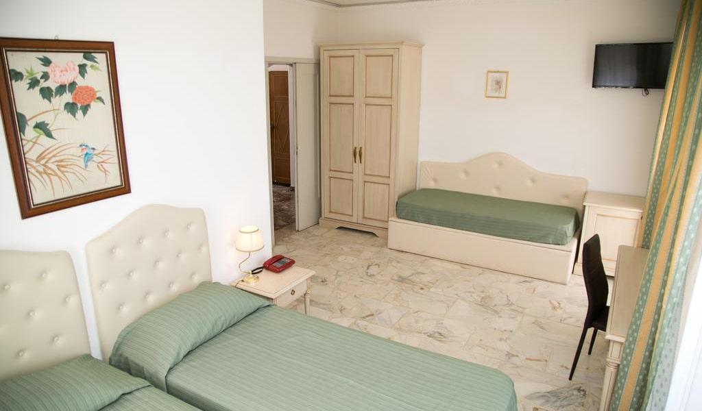 Quadruple Room with Sea View2-min