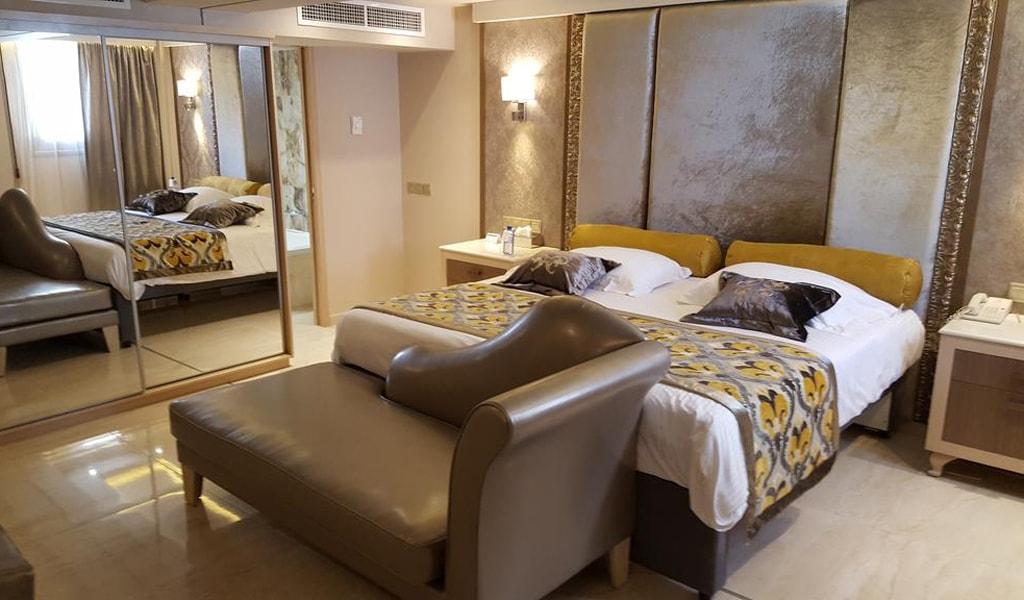 Queen Suite (5)