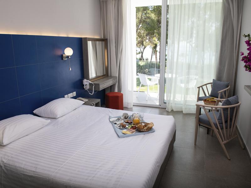 Radisson Blu Hotel Larnaca_0002_sea view room