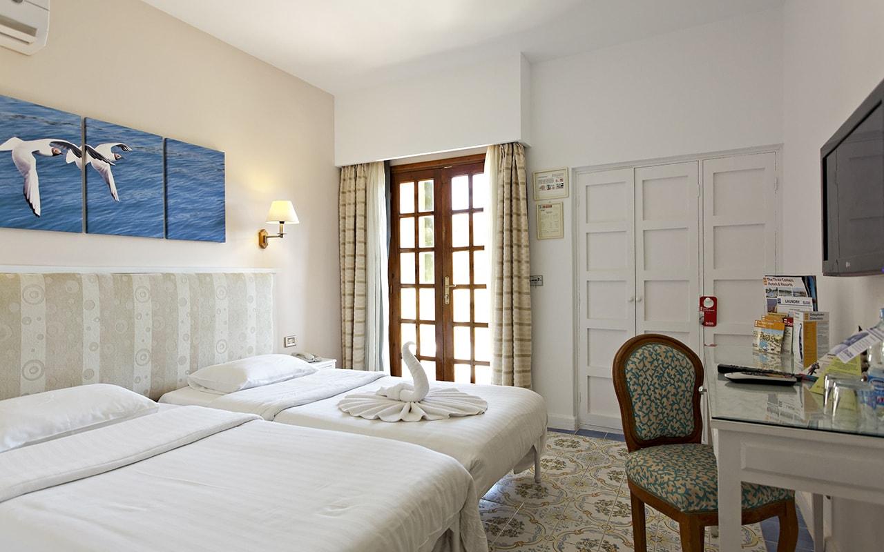 Rihana_Inn_Standard_Rooms_03-min