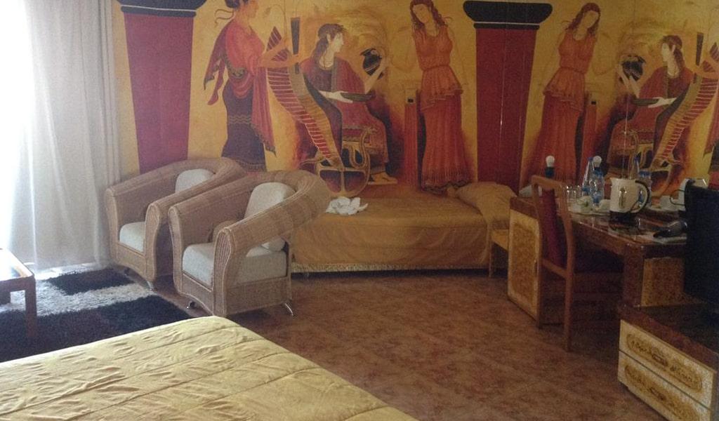 Roman Hotel (2)