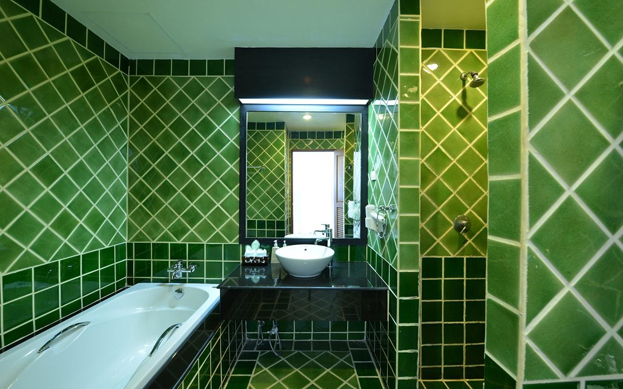 Room Deluxe Building Bathroom 01-min