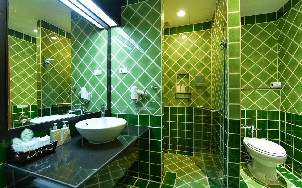 Room Deluxe Building Bathroom 02-min