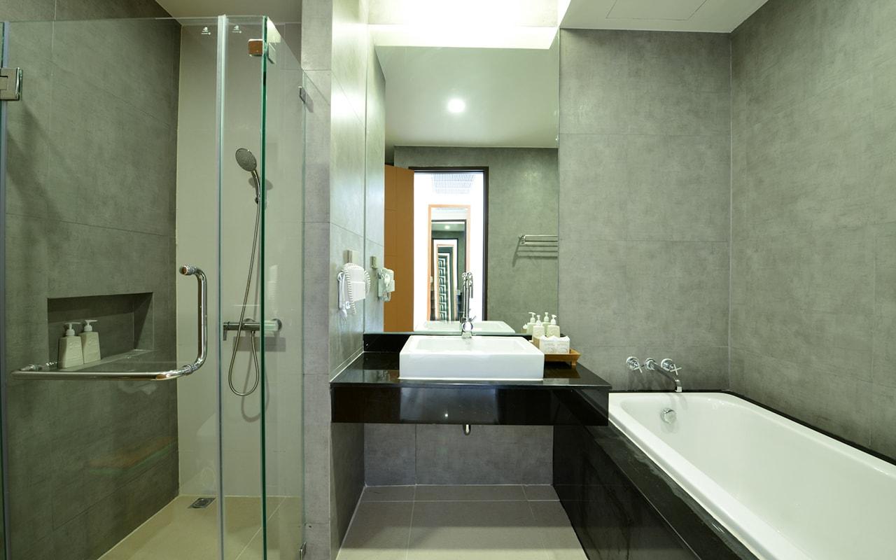 Room Deluxe Building Bathroom 03-min