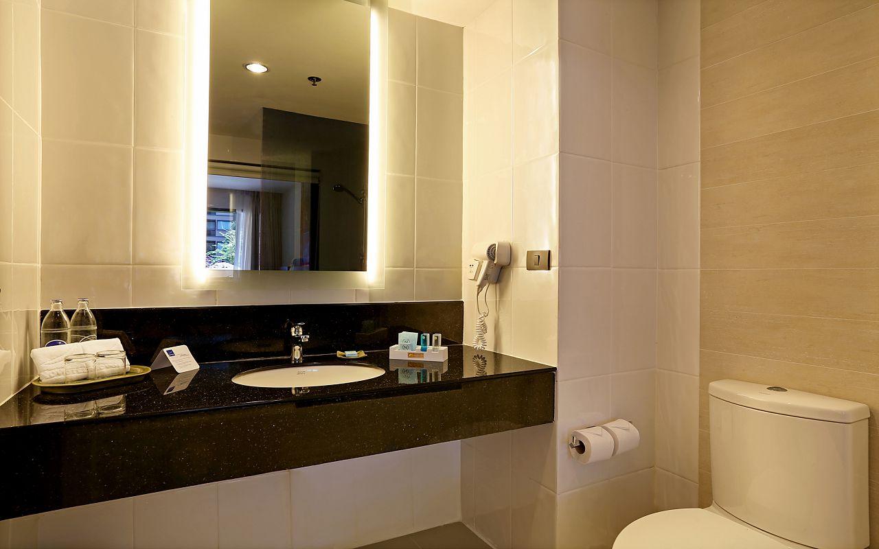 Room Family King KHA Bathroom1
