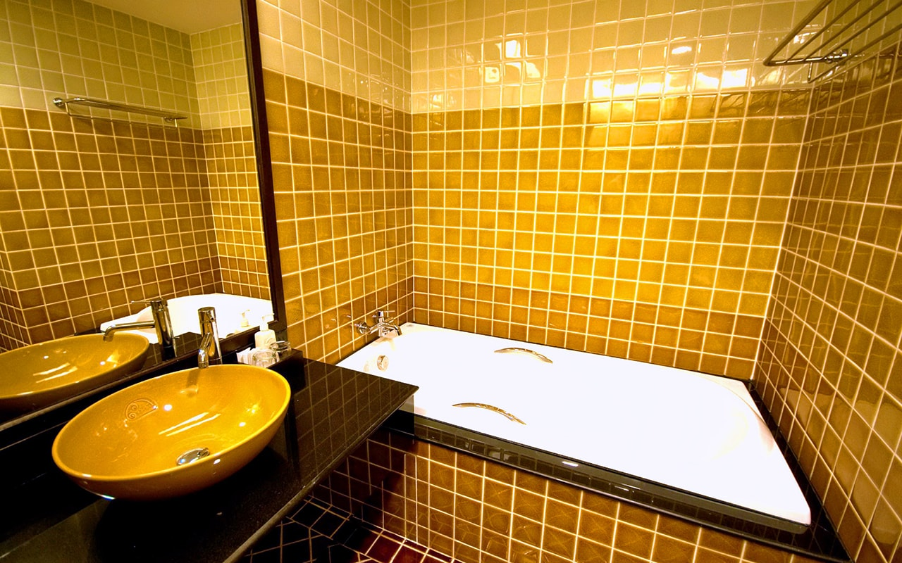 Room Hillside + Polview Deluxe Building Bathroom 02-min