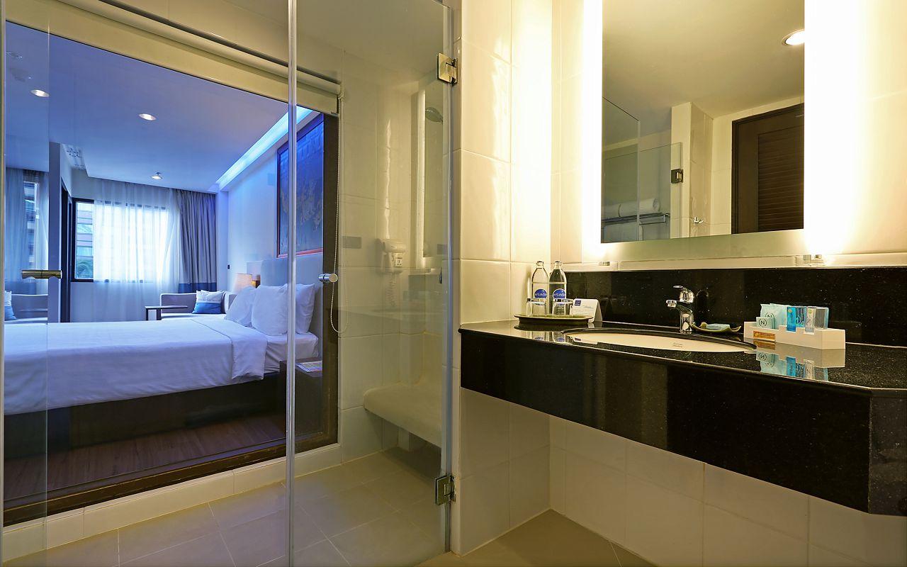 Room Superior King KGB Bathroom1