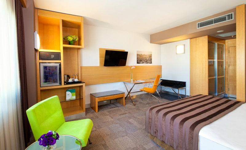 Room-min