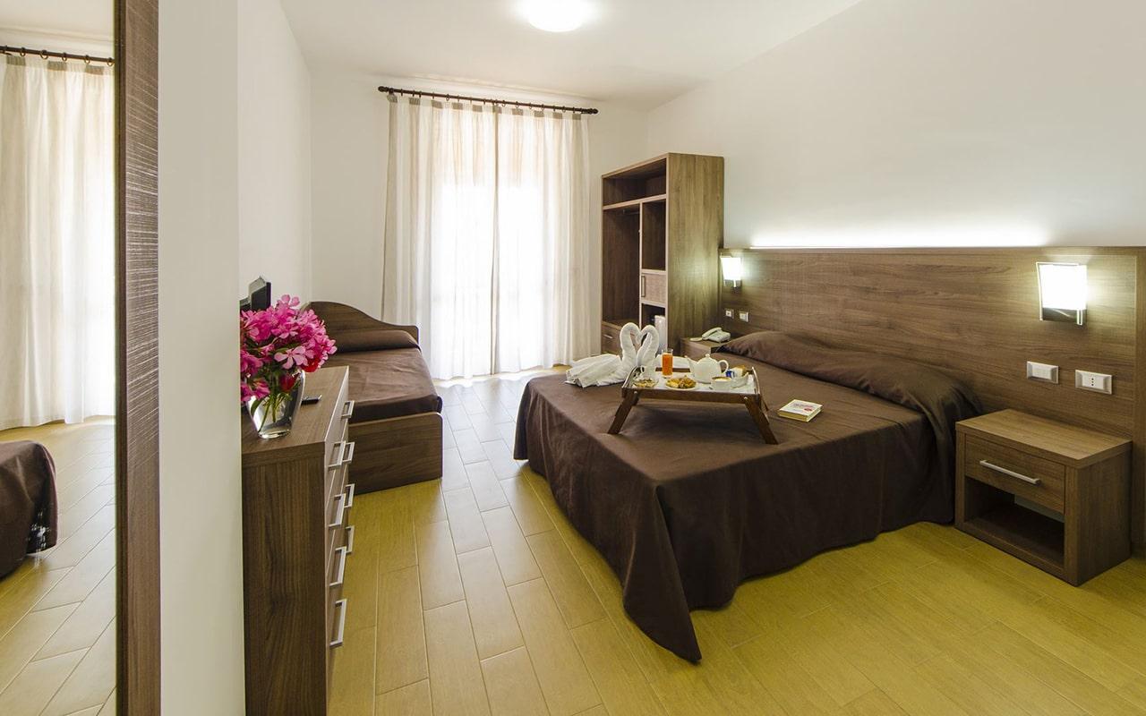Room8-min