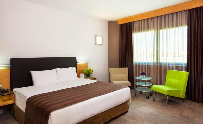 Room_02-min
