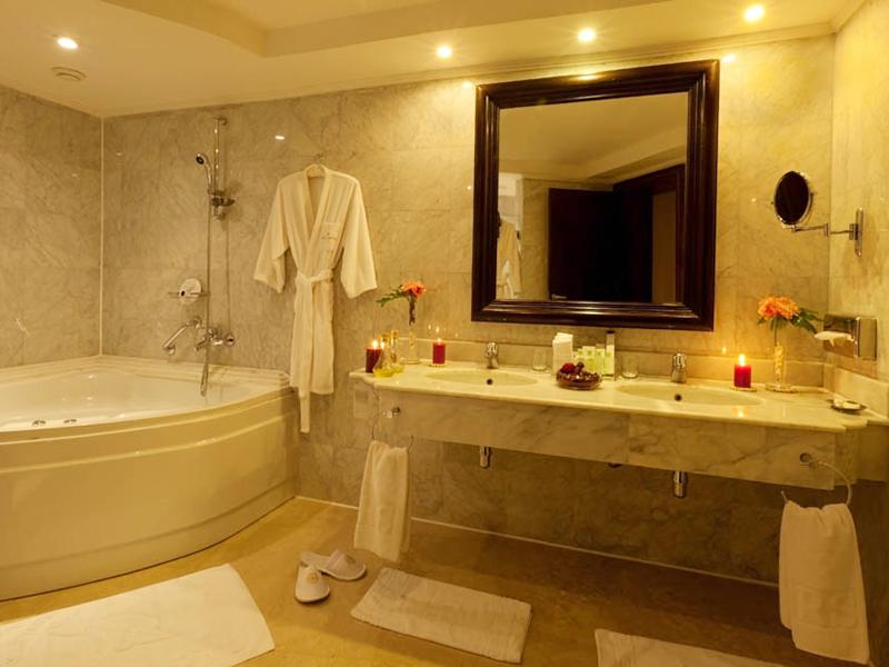 Royal Savoy Suite (1)