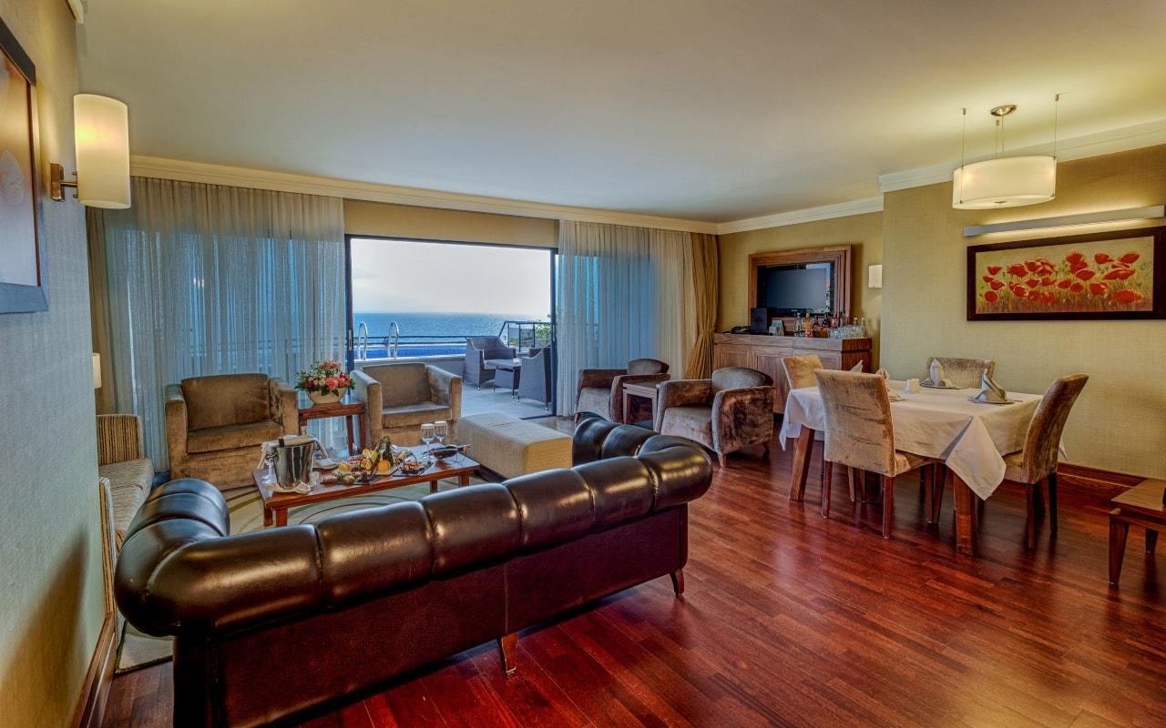 Royal Suite Living Room-2-min