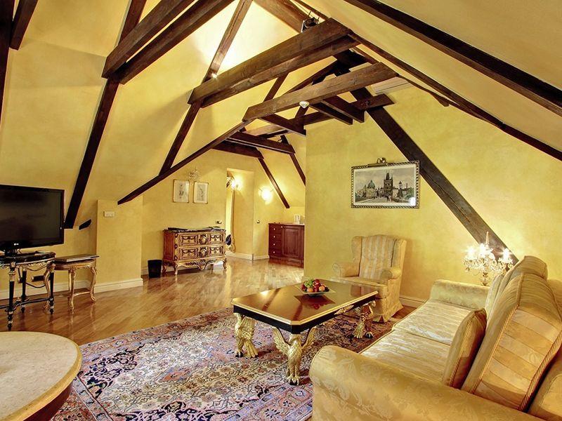 Royal Suites2