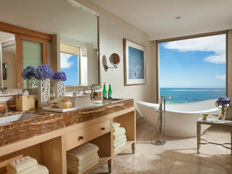 Royal beach front suite - bathroom
