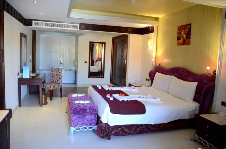 Royal_Suite_bedroom_3[4]
