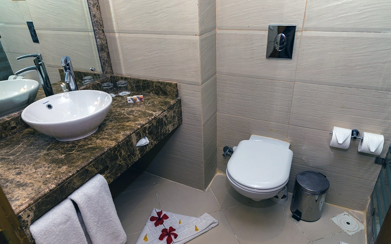 SEA VIEW Room (Bathroom) 3-min