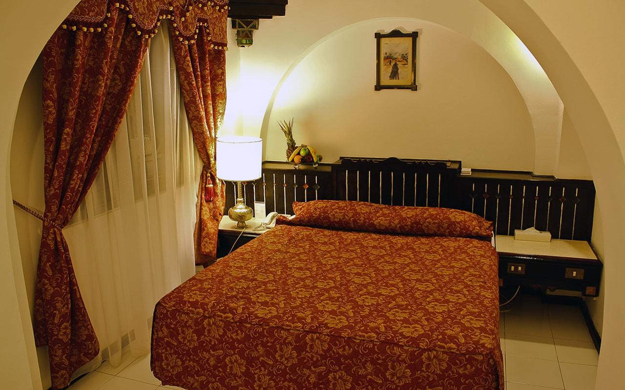 STD ROOM - LARGE BED-min