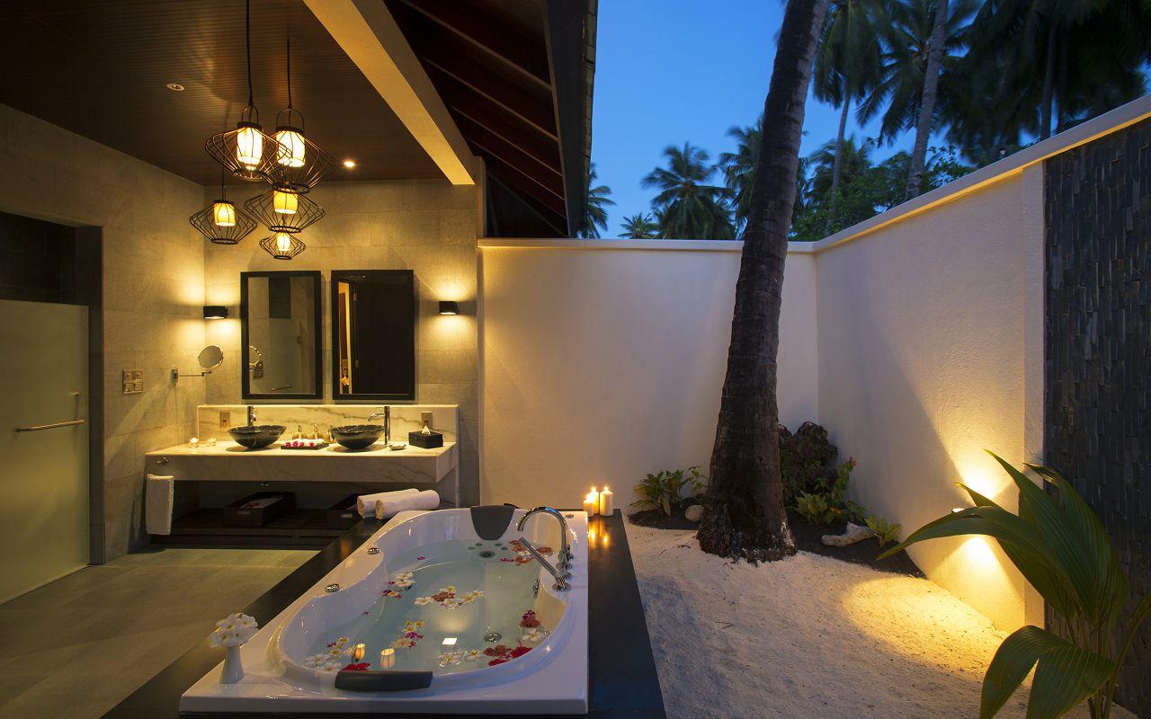 SUNSET BEACH VILLA - BATHROOM INTERIOR EVENING-min