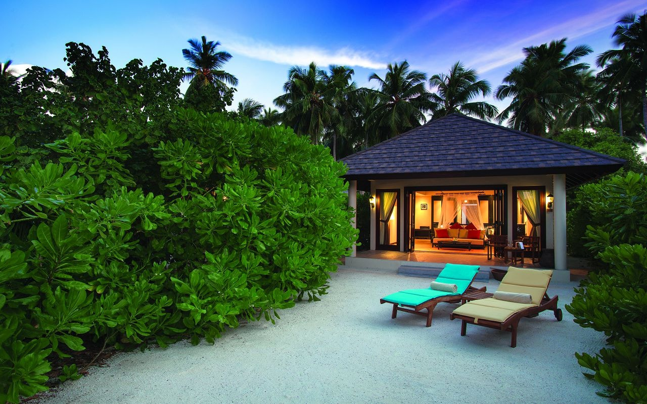 SUNSET BEACH VILLA - EXTERIOR AT SUNSET - ATMOSPHERE KANIFUSHI MALDIVES-min