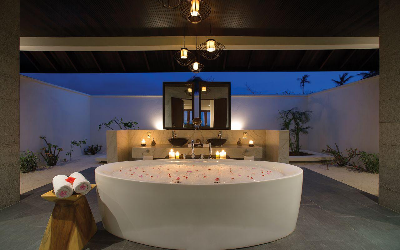 SUNSET POOL VILLA - BATHROOM SHOT-min