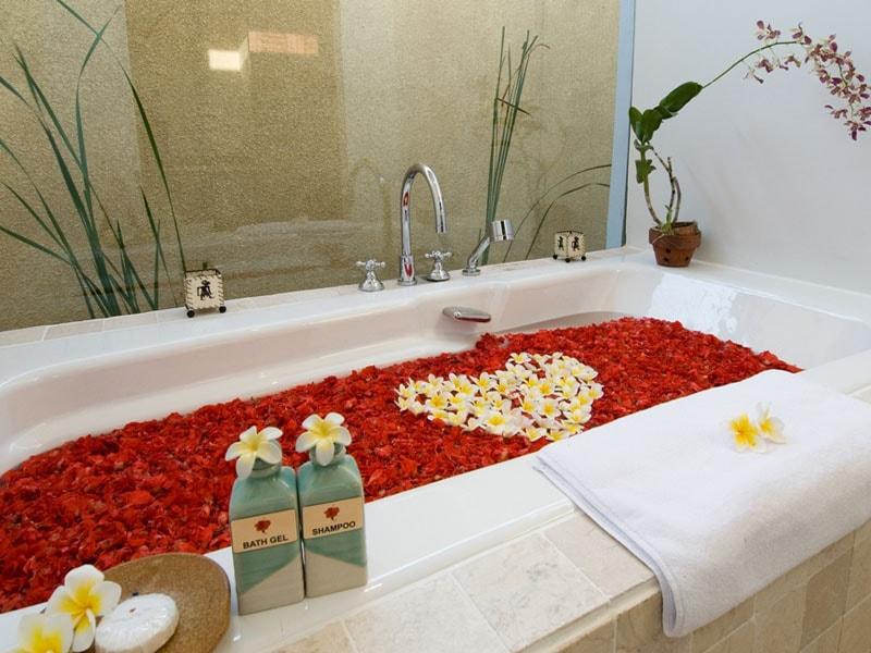 Sekar-Nusa-Villas-Bathtub-min